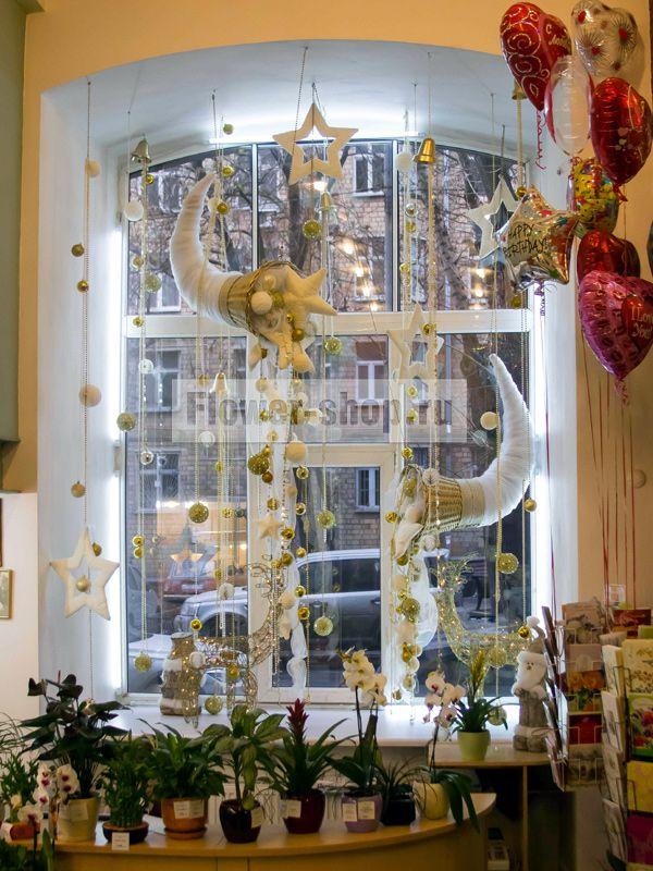 Украшение новогоднего зала шарами 57