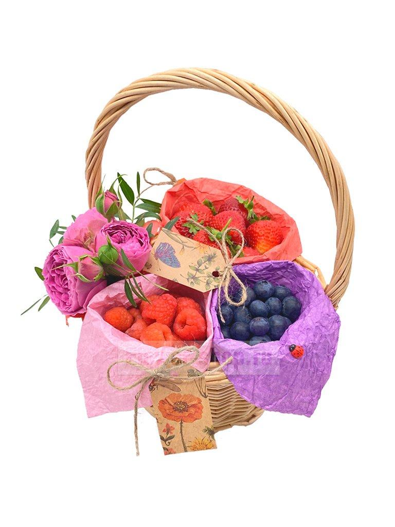 c590055f064ff Корзина с ягодами и цветами «Ягодный сбор» - купить сегодня с ...