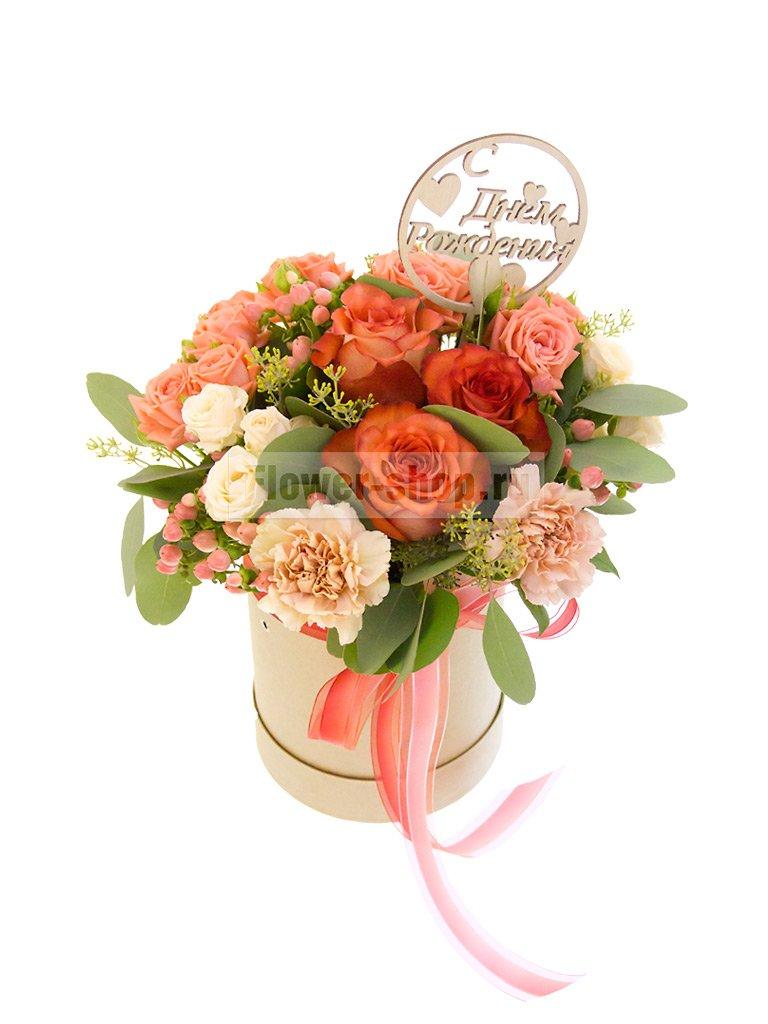 Цветы в коробке «С Днем рождения!» - купить с бесплатной доставкой в Москве