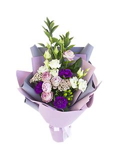 Доставка роз новокузнецкая, каскадный букет из белых роз фрезии