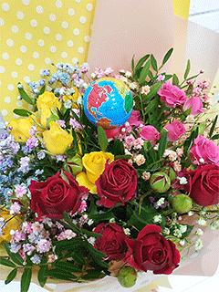 Букеты из радужных роз - купить недорого с бесплатной доставкой в Москве | Интернет-магазин цветов Flower-shop.ru