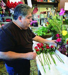 Флористы завершают подготовку ко Дню Святого Валентина