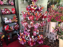 Алые розы и шоколад – самый популярный выбор ко Дню Святого Валентина