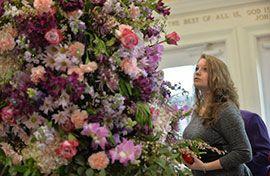Американские церкви украсили цветами к праздникам